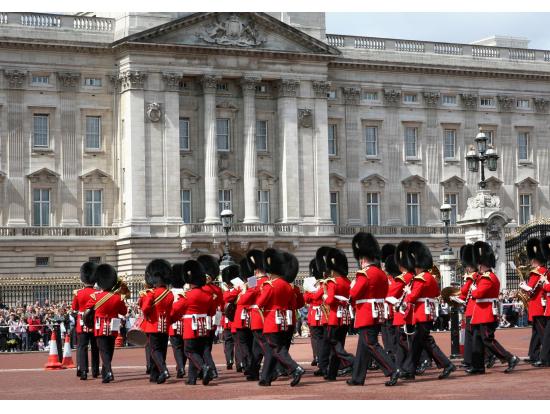 ロンドン塔からグリニッジ、バッキンガム宮殿まで、ロンドン半日観光バスツアー