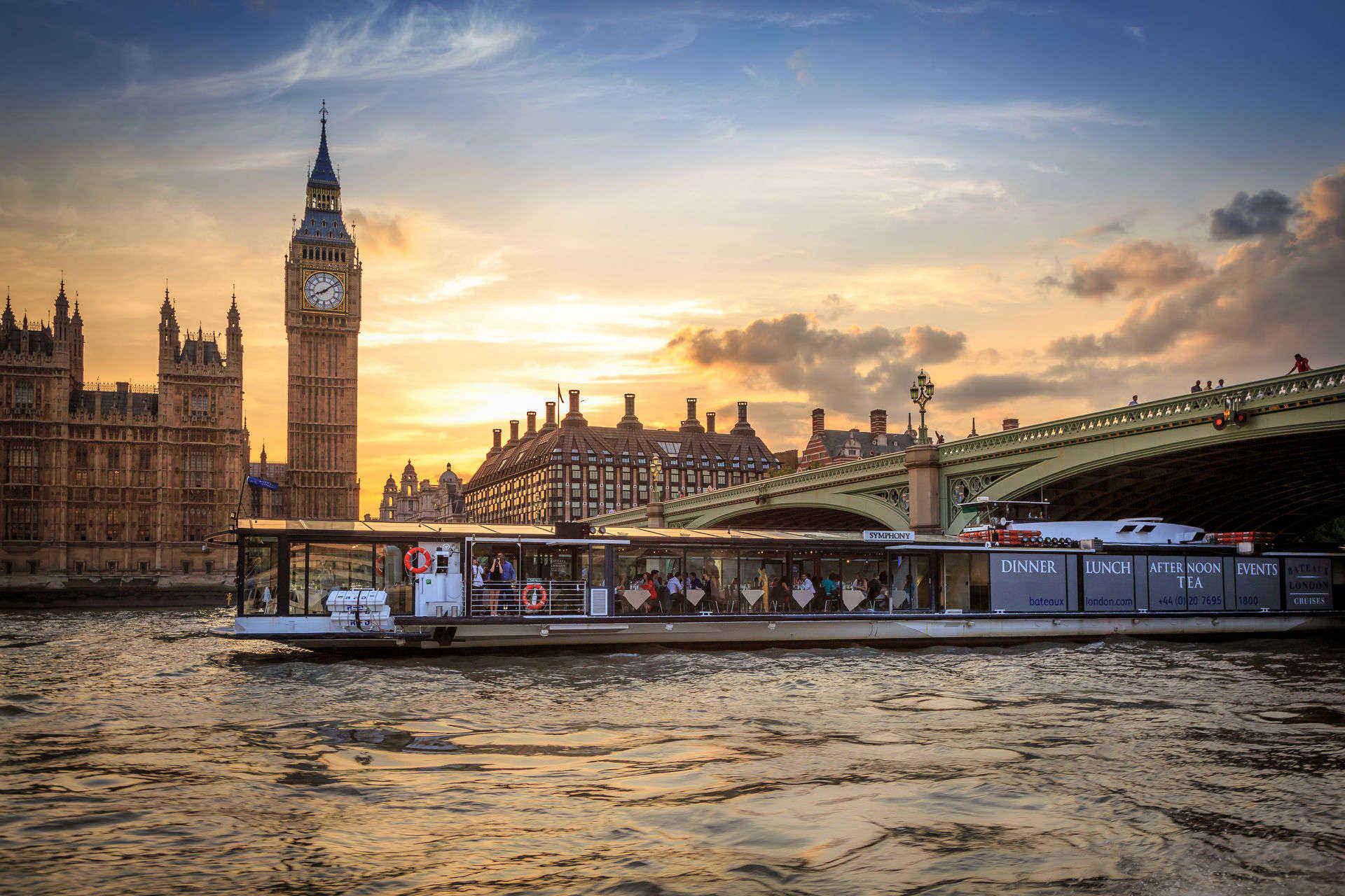 Bateaux London テムズ川ディナークルーズ