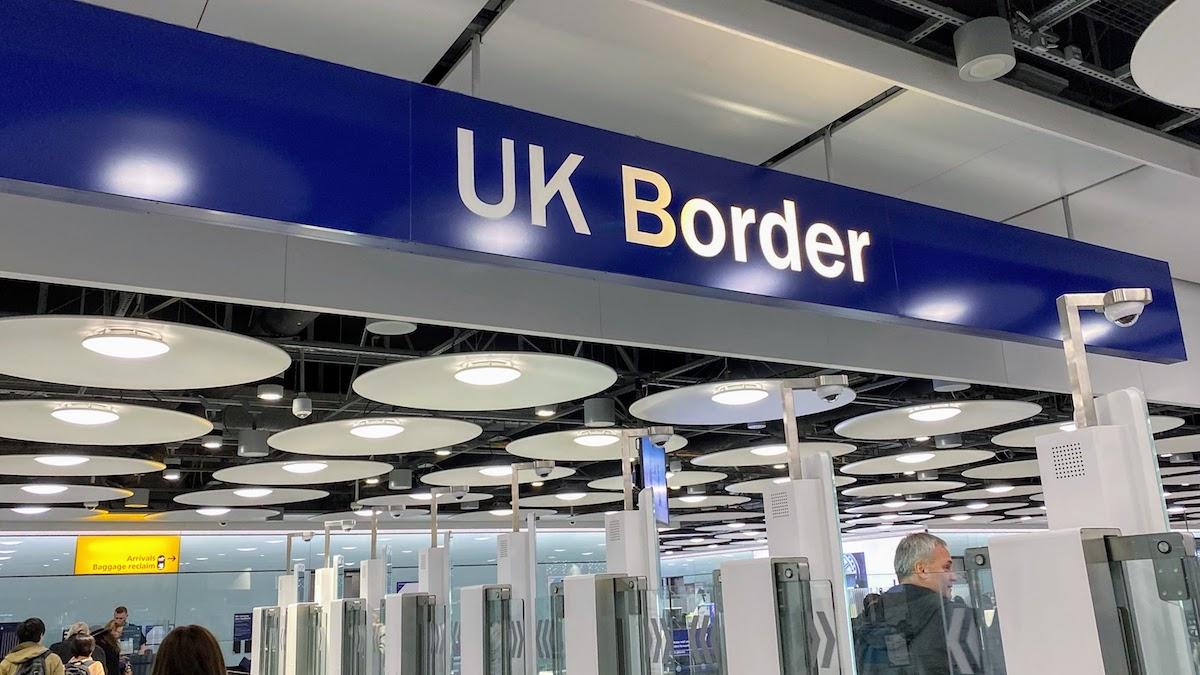空港のイギリス入国審査が自動化ゲートになり、入国カードもなくなりました