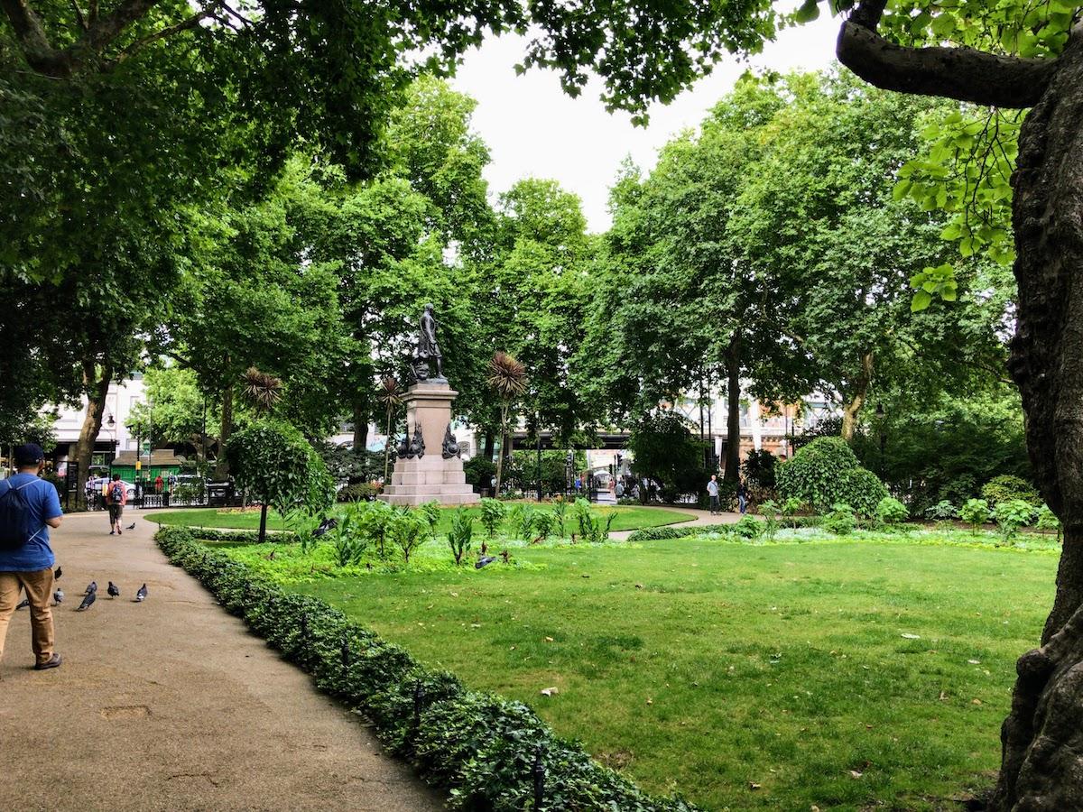 ホワイトホール・ガーデンズ Whitehall Gardens