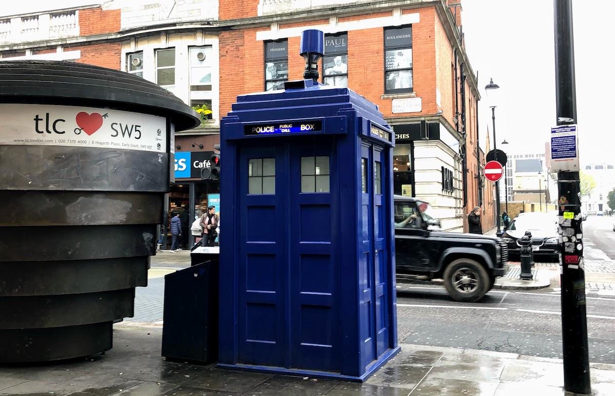 アールズ・コートのポリスボックス Earls Court Police Box