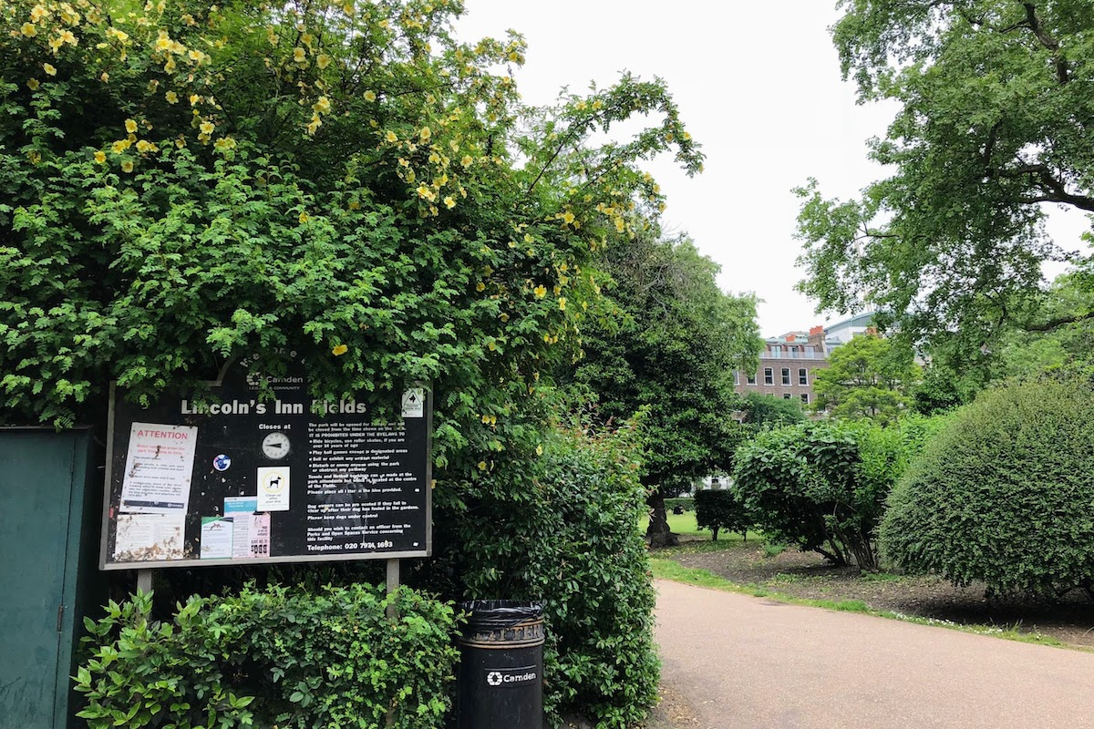 リンカーンズ・イン・フィールズ Lincoln's Inn Fields